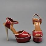 kırmızı yüksek topuklu ayakkabı
