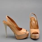 ten yüksek topuklu ayakkabı